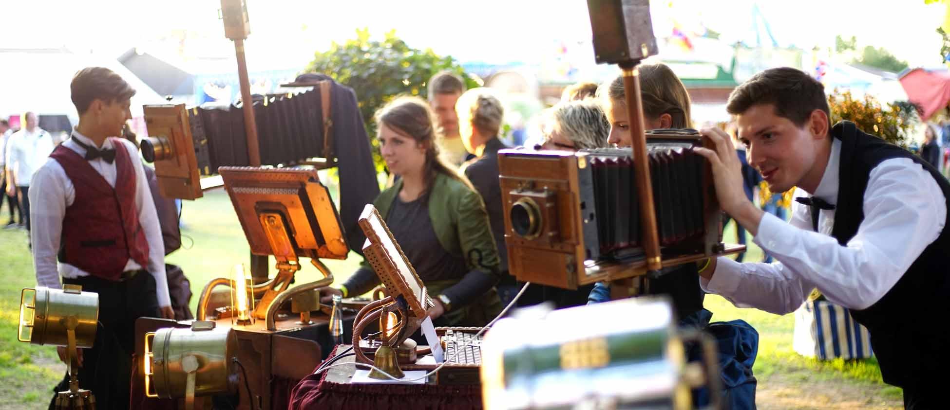 historischer Fotograf auf Jahrmarkt